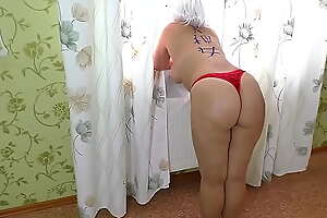 Mom got on her knees and allowed her stepson to fuck her ass in anal