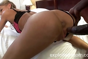 Hot pretty good mature milf banging a Giant Big black cock in Amateur Interracial Vide