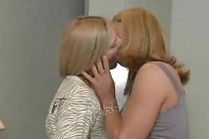 2 Milfs far Bestial Lesb Action