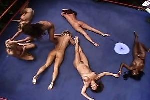 Wrestling overt KO girls