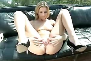 Carli Banks Pissing