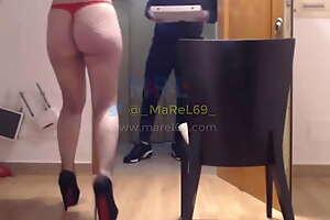 MaReL69 - sígueme en Twitter - Recibo al repartidor de pizza, me folla el culo, le hago un baile y me hago pasar por stripper para que valore mi baile _)