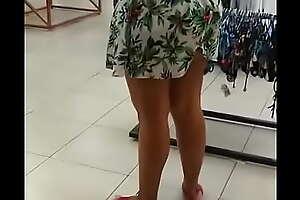 Esposa se exibindo no shopping