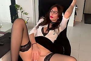 Sexy MILF Essayist close to Glasses Cums Heeding Porn