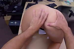 Pawnshop booty babe in arms fingered before doggystyle