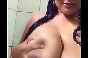 Mexicana se ordeña en el baño