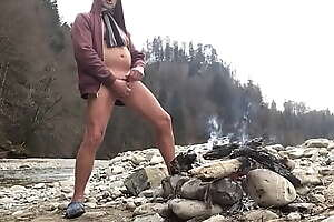 springbreaker nudist with cock noise at a bonfire