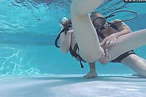 Minnie Manga takes gumshoe undersea