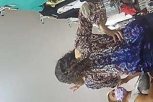 Novinha com calcinha enterrada