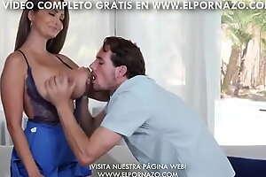 AVA ADDAMS SE FOLLA A SU VECINO - Vídeo Completo en ELPORNAZO XXX video free