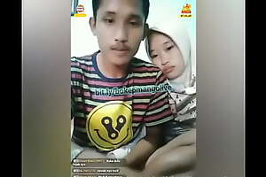 Bokep Indonesia Cewek Hijab Cantik Blowjob Kekasih Mas Ganteng - sex vids bit xxx movie sexjilbab