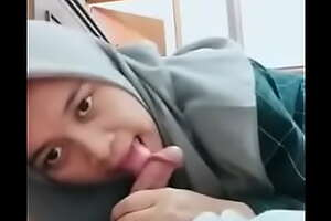 Jilbab Blowjob Nyepong Kontol. Full Video: video porn ouo porn gSx47f3