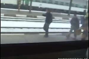 Loira no trem