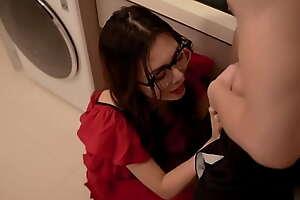 麻豆映画出品AV剧情性感御姐范眼镜阿姨勾引外甥乱伦激情燃烧1080P高清版
