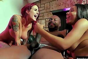 Jenna Celebrates Herself Roughly Tana Lea, Savana S With an increment of A Nice Hard Cock!