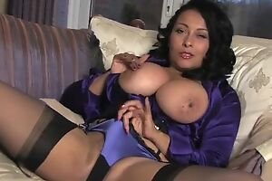 Lubricous housewife upon stockings plays back her dripping wet pussy