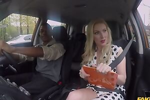 Well-endowed driving tutor instructor pleasuring black toff in eradicate affect car