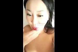 美女与姐夫酒店偷情时还不忘直播 骚妇草完逼来颗烟 预览视频 (Trailers)
