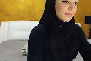 Arab hijab floozy band  &_ vilify on cam