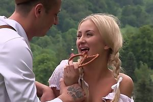Staggering country girl gets nicely fucked in the field