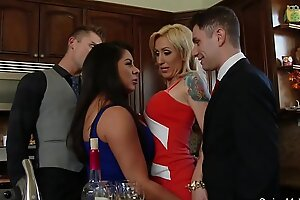 Swingers group-sex fuckfest couples