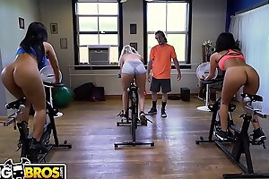 Bangbros - latin milf delicate post monroe receives her broad duff touched out at the end of one's tether congest event