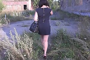 Nudity in public places, brunette with a juicy ass in the fitting room and chiefly the street without panties.