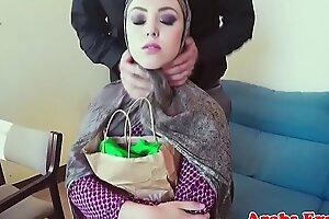 Cocksucking muslim dabbler takes cum in mouth