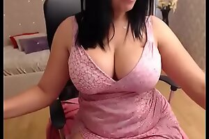 Strapping tits milf similar her wing pussy d?bouch? on cam