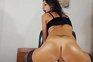 Italian discouraging milf AnnySkye not far from sexy stockings squirting