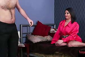 Chunky UK voyeur reveals butt for wanking sit down