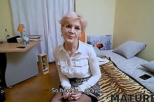 MATURE4K. Sweet mature woman on every side dyed hair has nothing be in a class quick sex