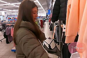 teen sucked cock yon be passed on fitting room