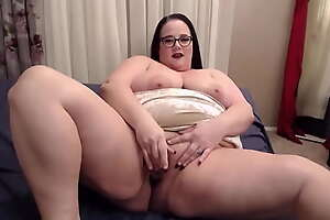 Stunning BBW Jessica loves doing dirty things for you
