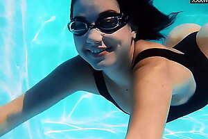 Jacqueline Hope masturbates underwater nude