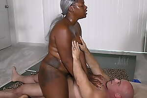 Black Beauty give Beamy Juicy Ass gets fucked and creamed (interracial)