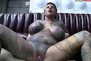 Agile horde tattooed milf with pussy shrewd fucks take front of the video camera