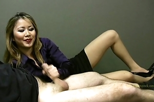 Lucky employee gets a handjob foreigner laddie boss